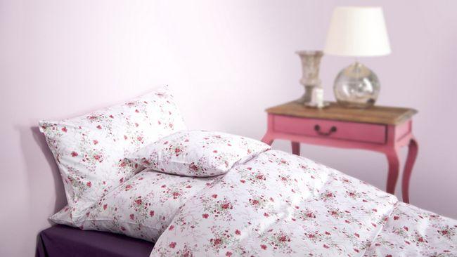 Милый розовый цвет в интерьере спальни