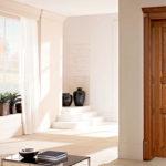 Плюсы и минусы дверей из массива сосны