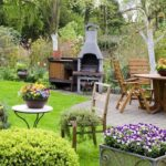 Оформлення прибудинкової території: альтанка, баня та тераса на вашому подвір'ї