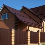 Применение профнастила в загородном строительстве