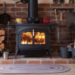 Чугунная печка создаст уют в доме и решит практические функции обогрева